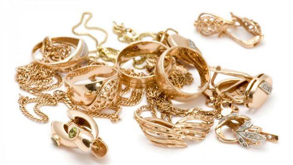 Как почистить золотые украшения и изделия из серебра?
