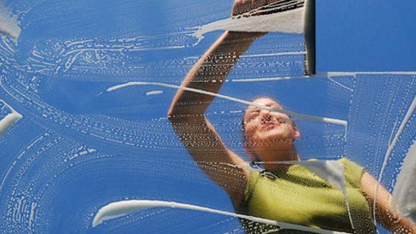 Чем чистить стекло?