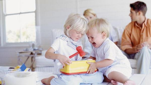 Как отучить ребёнка жадничать?