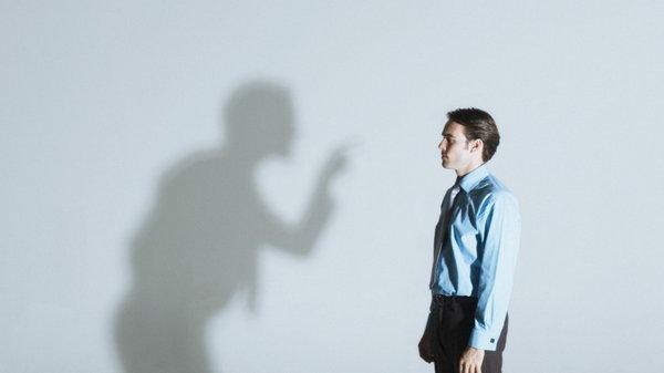 Как реагировать на критику: 8 шагов к конструктивному общению