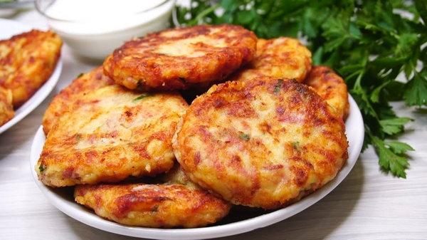 Картофельные биточки с сардельками рецепт приготовления