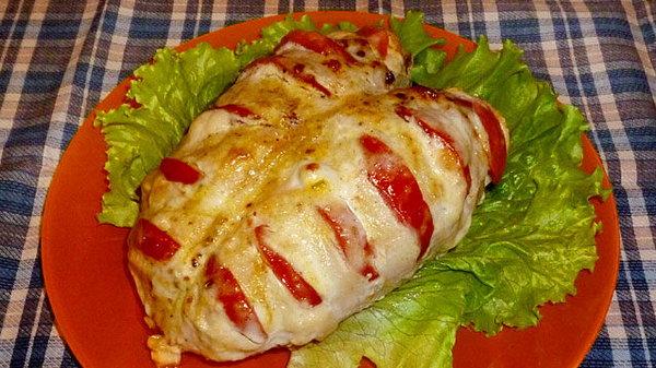Куриная грудка, запечённая с томатами и сыром