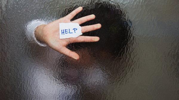 Эти признаки помогут распознать жертву токсичных отношений