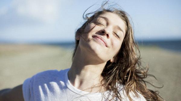 Как чувствовать себя счастливее: 10 удивительных способов