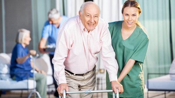 Отдавать ли пожилого родителя в дом престарелых