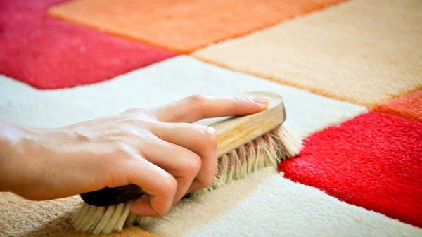 Как легко очистить ковер в домашних условиях