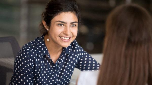 Как развить умение слушать собеседника: 5 правил общения
