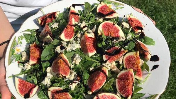 Салат с бальзамическим уксусом и рукколой