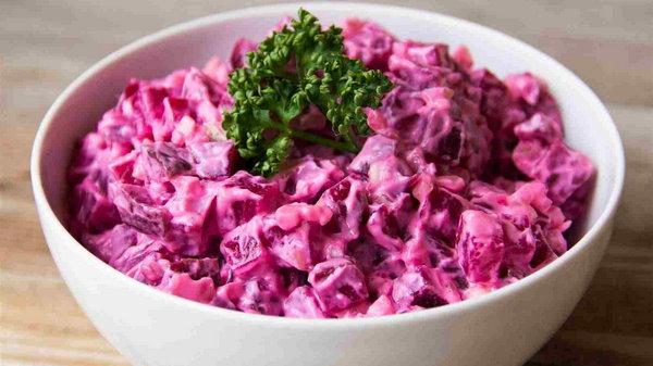 Салат из лебеды со свеклой