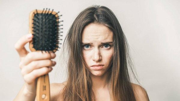 Причины сильного выпадения волос у женщин