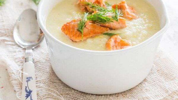 Суп с репой, копченой рыбой и грушей