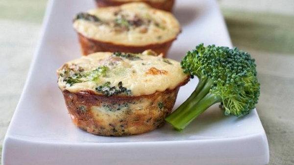 Рецепт полезных яичных маффинов с брокколи
