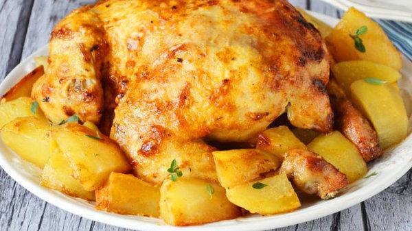 Как запечь курицу с яблоками и чесноком в духовке