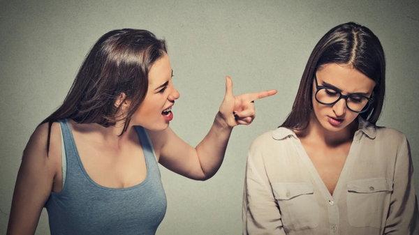 Почему упреки отравляют отношения