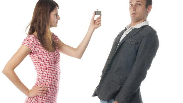 Почему женщины выбирают слабых мужчин?