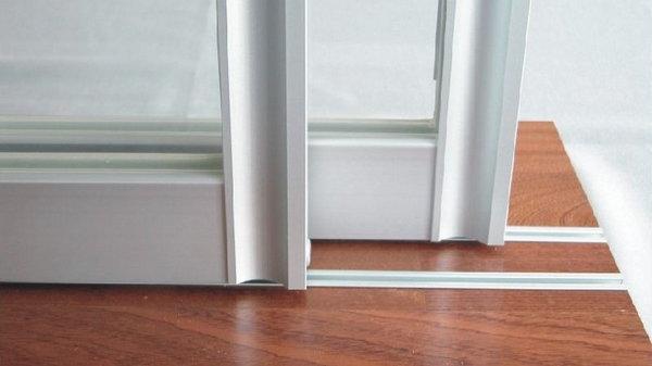 Как быстро помыть оконные рамы и системы раздвижных дверей
