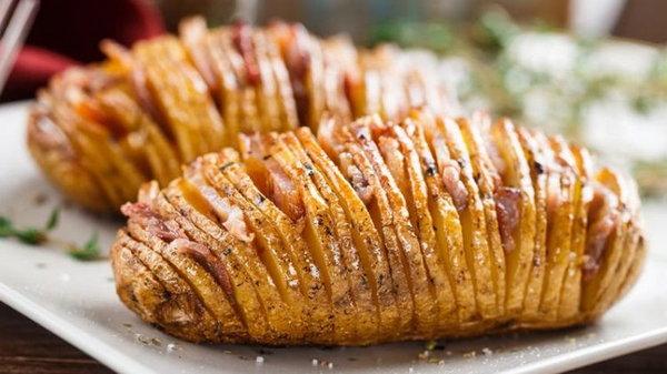 Картофельные гармошки с беконом и сыром