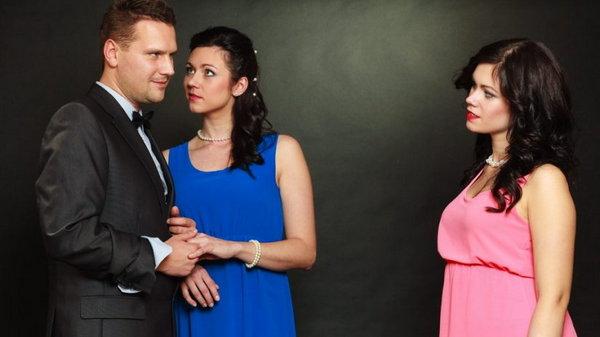 5 признаков, что ваш муж засматривается на вашу подругу