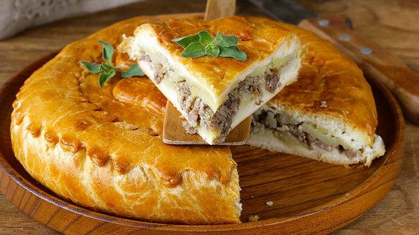 Как испечь пирог с мясом и белыми грибами