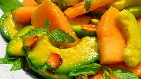 Салат с дыней и авокадо