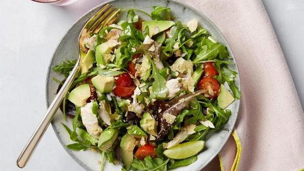 Салат Зеленый цезарь с авокадо