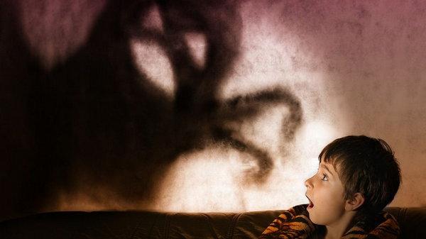 Поговорим о никтофобии: как избавиться от страха темноты?