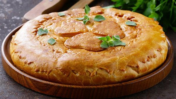 Курник: рецепт знаменитого праздничного пирога с фаршем и грибами
