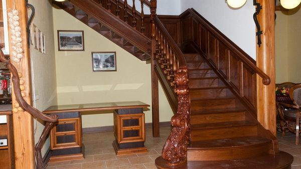 Чем хороши деревянные лестницы под ключ