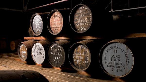 Что выбрать на подарок мужчине: виски или бренди, разбираем отличия популярных напитков