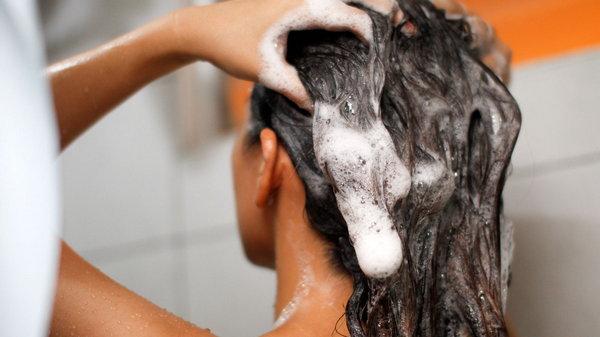 Зачем добавлять соду в шампунь