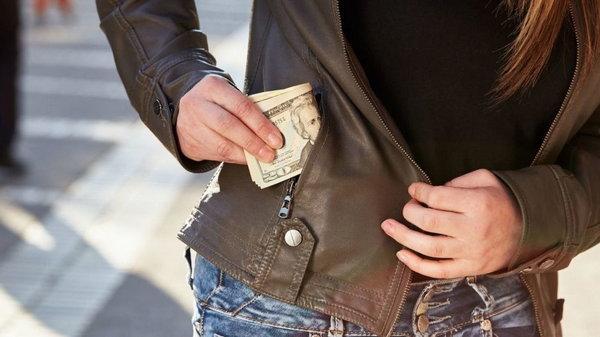 Стоит ли брать деньги у родителей: совет психолога