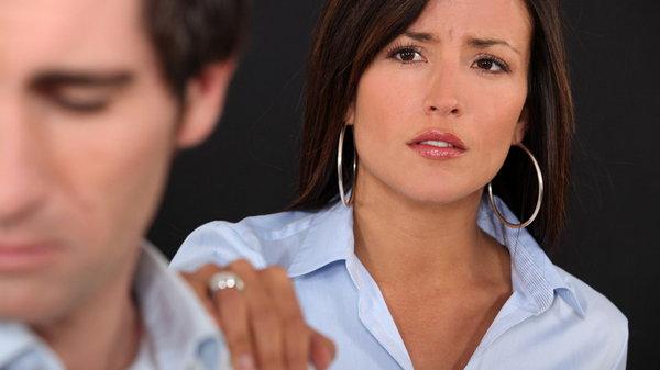 7 признаков того, что мужчина держит женщину за дуру