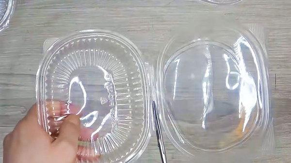 Зачем складировать дома пластиковые контейнеры