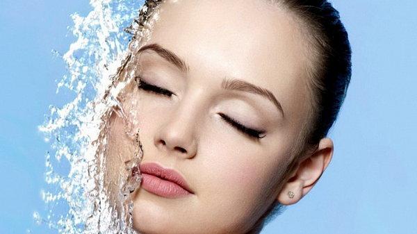 Как ухаживать за жирной кожей летом: убираем лишний блеск