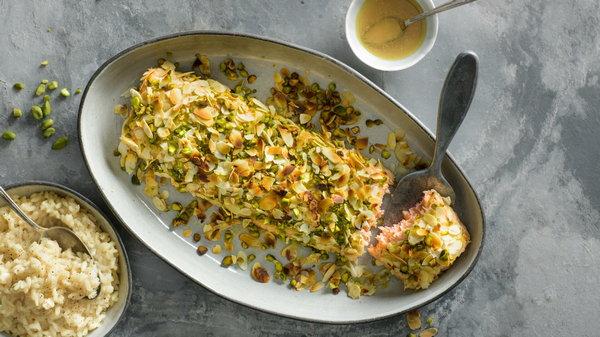 Рецепт запеченной рыбы под ореховой корочкой