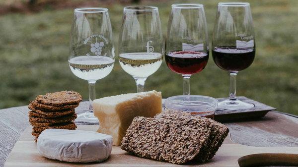 Закуски к вину красных или белых сортов