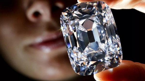 Как отличить драгоценный камень от подделки?