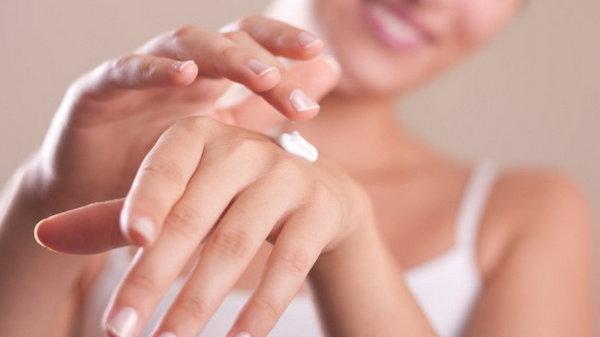 Увлажнение кожи рук в домашних условиях: советы дерматолога