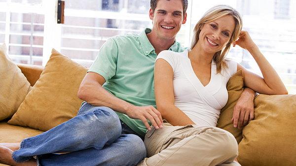 Если мужчина младше женщины: отношения в браке