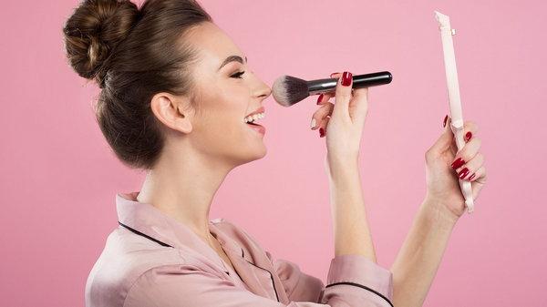 Правила макияжа для жирной кожи