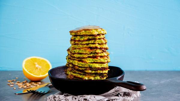Рецепт необычных кабачковых оладий с апельсиновой цедрой и мятой