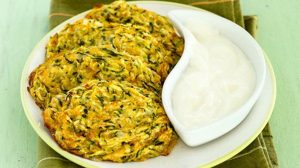 Рецепт аппетитных овощных оладий с фетой в духовке