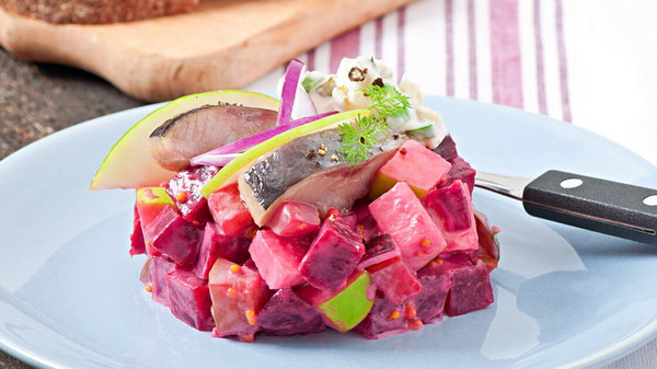 Как приготовить шведский салат из сельди и свеклы