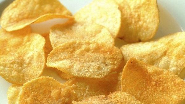 Подросток 10 лет подряд ел чипсы: что с ним случилось