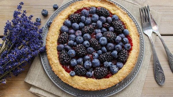 Пирог с черникой в духовке: простой рецепт приготовления