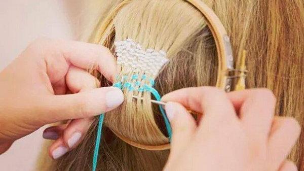 Вышивка на волосах