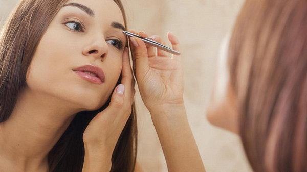 Первое средство для кожи, волос, маникюра, макияжа, ресниц и бровей…
