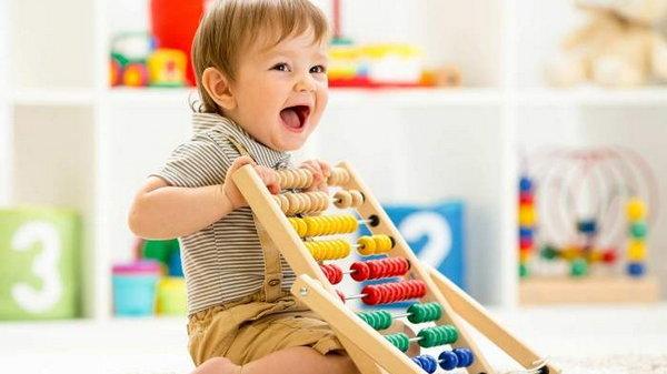 Развиваем малыша с помощью игрушек