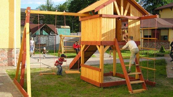 Для юных дачников. Как обустроить детскую площадку на даче?