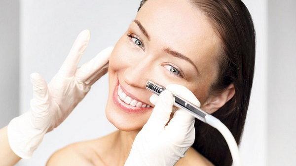 Процедуры красоты: когда нужно делать интимную подтяжку, увеличивать грудь и убирать морщины
